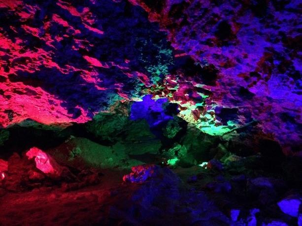 подсветка в пещере