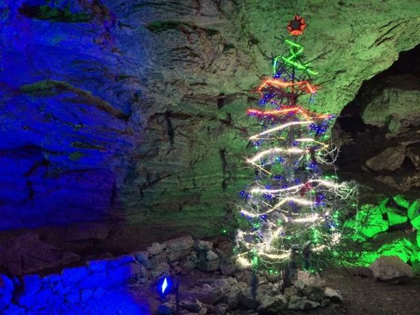 внутри пещеры в Кунгуре