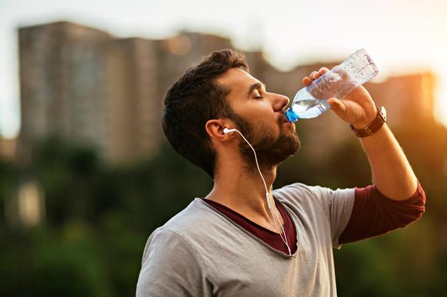 Выпивайте не менее 1,5 литров воды в сутки