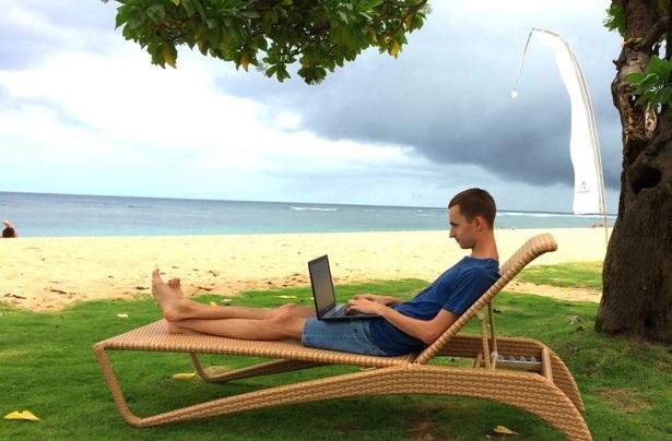 работаю на пляже Нуса Дуа